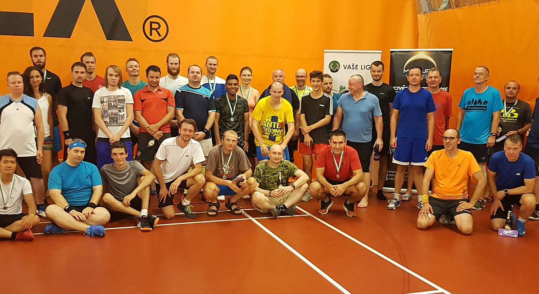 Badminton uprostřed parného léta